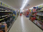 regały w supermarkecie
