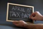 tabliczka z napisem Tax