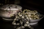 ogromne perły w naczyniu